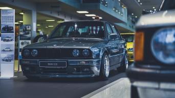 BMW E30 sedanas/V P Motors nuotrauka