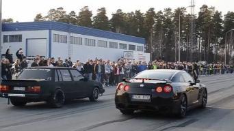 Volvo 740 vs Nissan GT-R