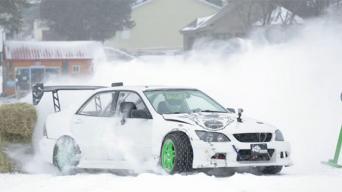 Gymkhana ant ledo su Lexus IS