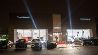 """""""Jaguar Land Rover"""" Vilniaus automobilių salonas"""