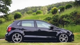 VW Polo su Alfa ratais