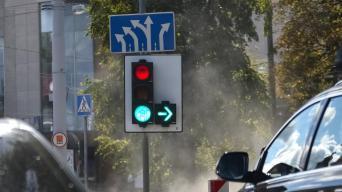 Posūkis į dešinę šviesoforu reguliuojamo sankryžoje