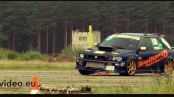 Subaru slalomas