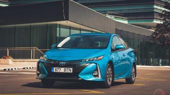 Iš elektros tinklo įkraunamas Toyota Prius Plug-In hibridas