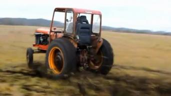 Traktorius su Volvo varikliu