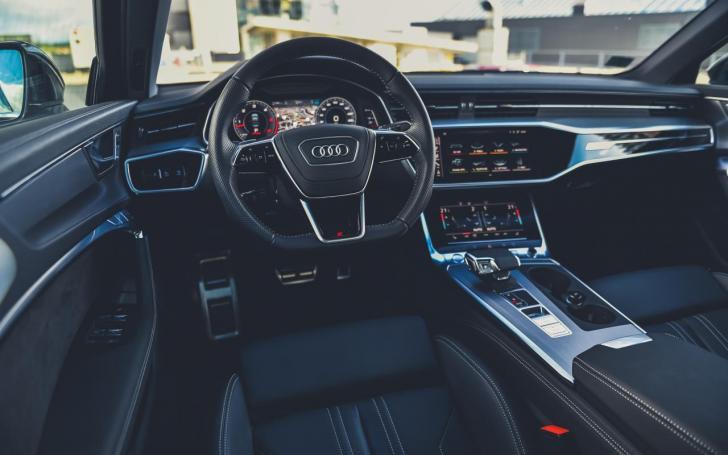 Audi A6 interjeras
