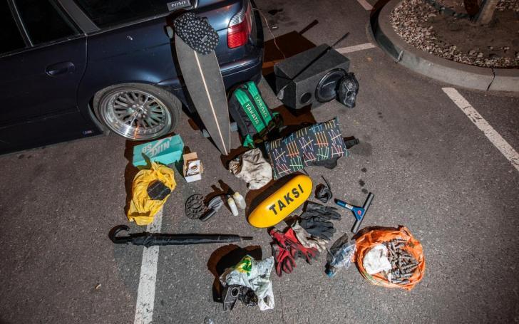 Sigito automobilio bagažinės turinys/Mariaus Bendzelausko nuotrauka